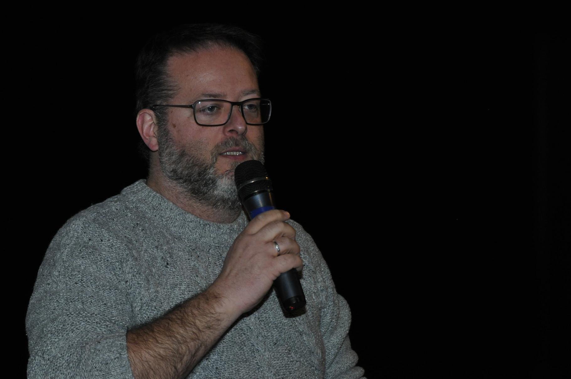 Serge Lemaitre, docteur en archéologie, conservateur des collections Amériques aux Musées royaux d'art et d'histoire de Bruxelles, membre de la mission archéologique belge à l'île de Pâques, débat avec le public du film Révélations sur l'île de Pâques