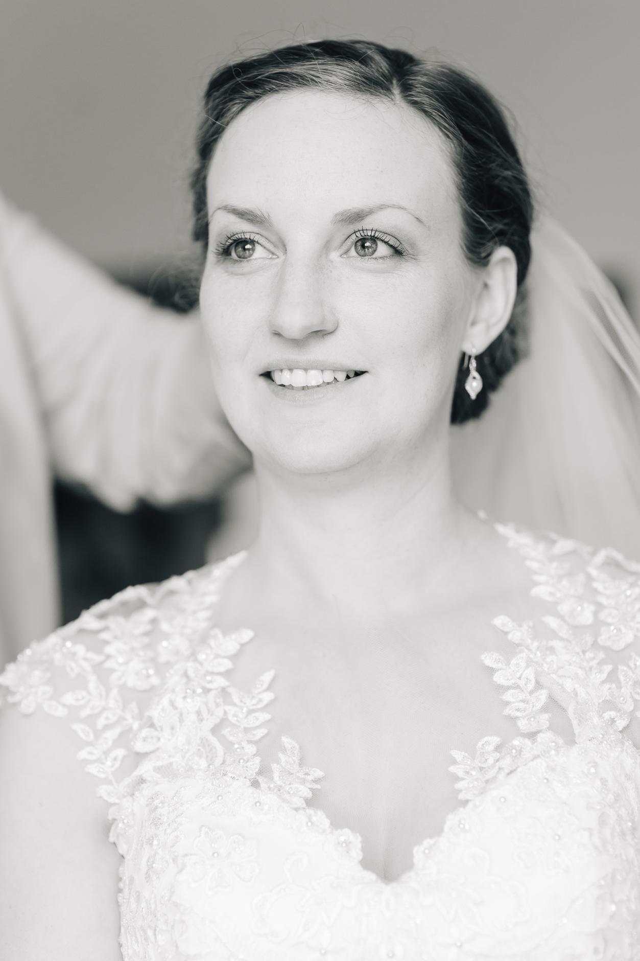Haltung! Braut und Tänzerin