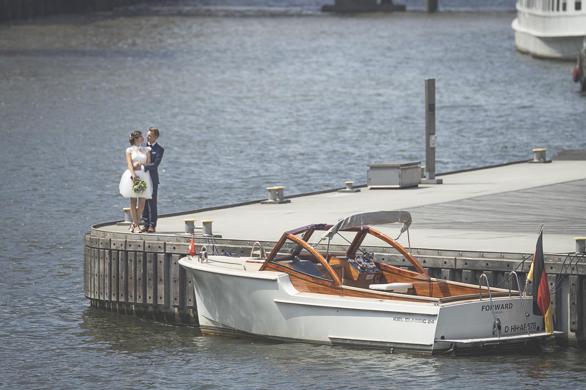 Brautpaabbild aus dem Hamburger Hafen, in der Hafencitiy oder der Speicherstadt