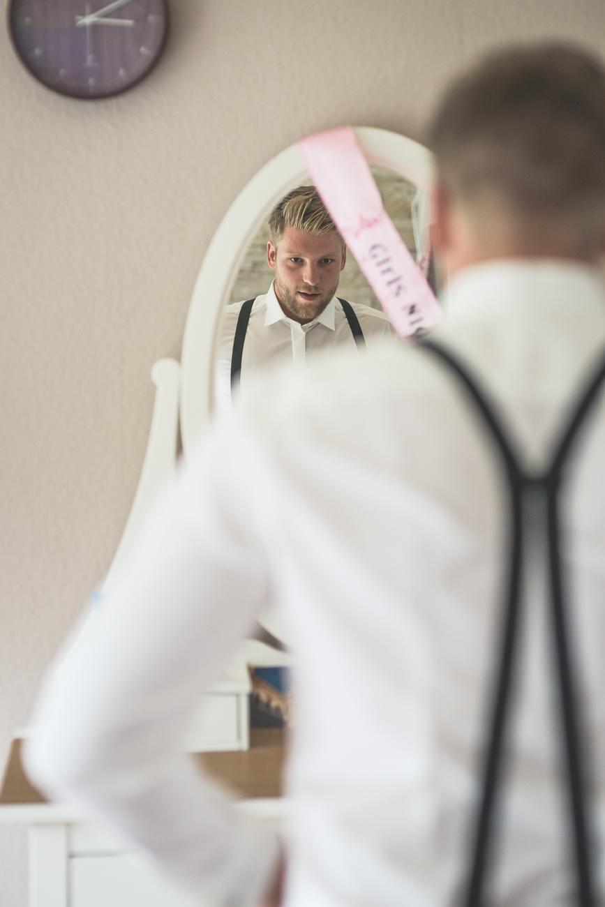 Hosenträger beim Bräutigam
