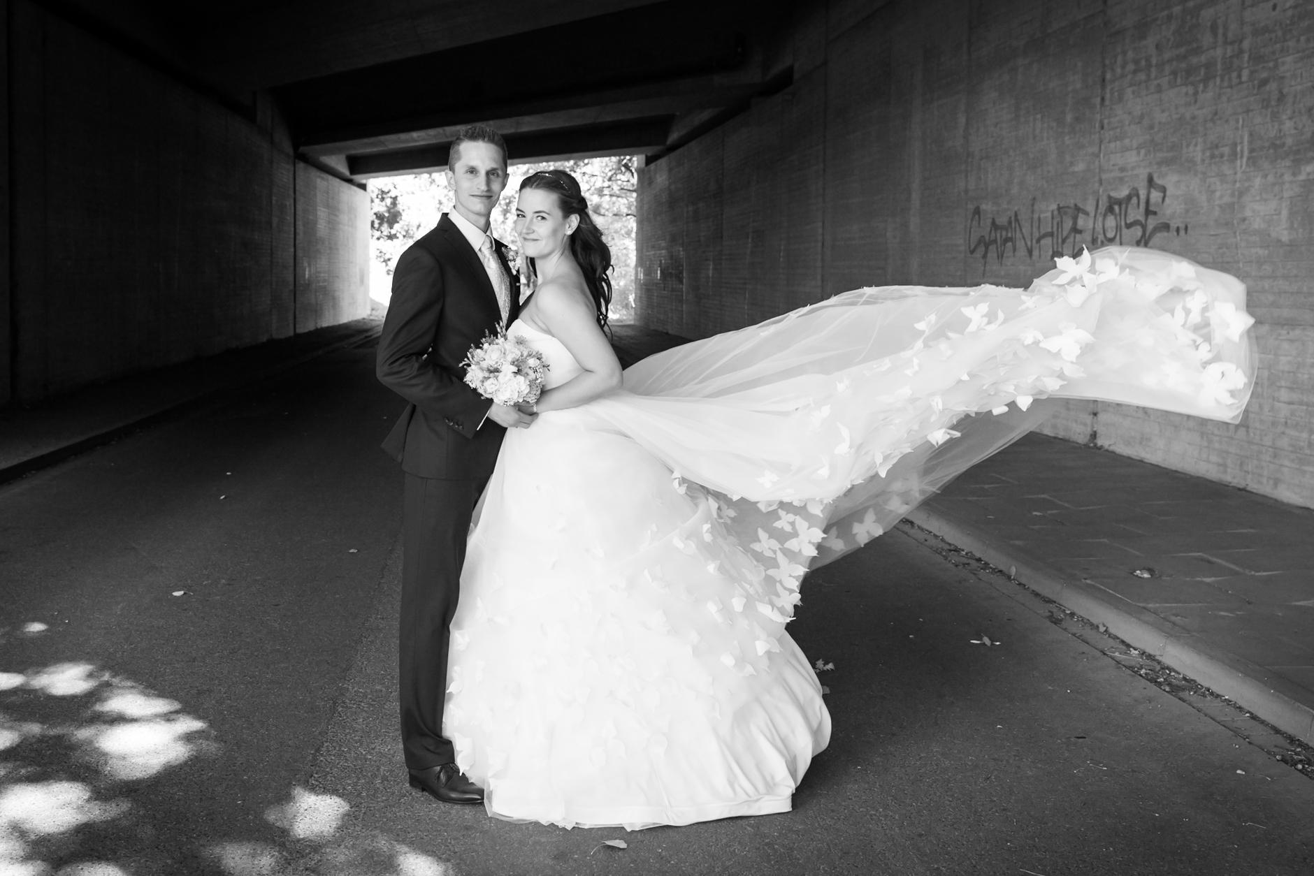 Hochzeitskleider sind natürlich der heimliche Hero jeden Hochzeitsbilds ...