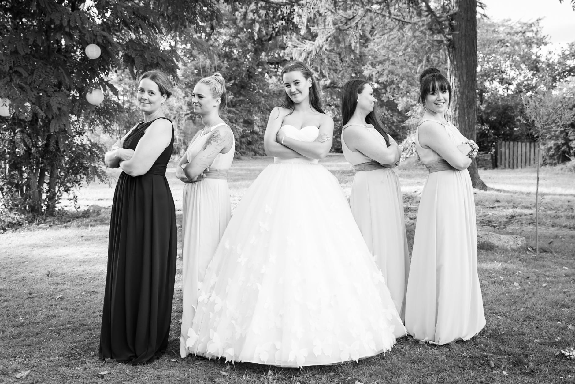 Gruppenbilder mit Braut und Bräutigan sind ein Muss für jede Hochzeitsreportage