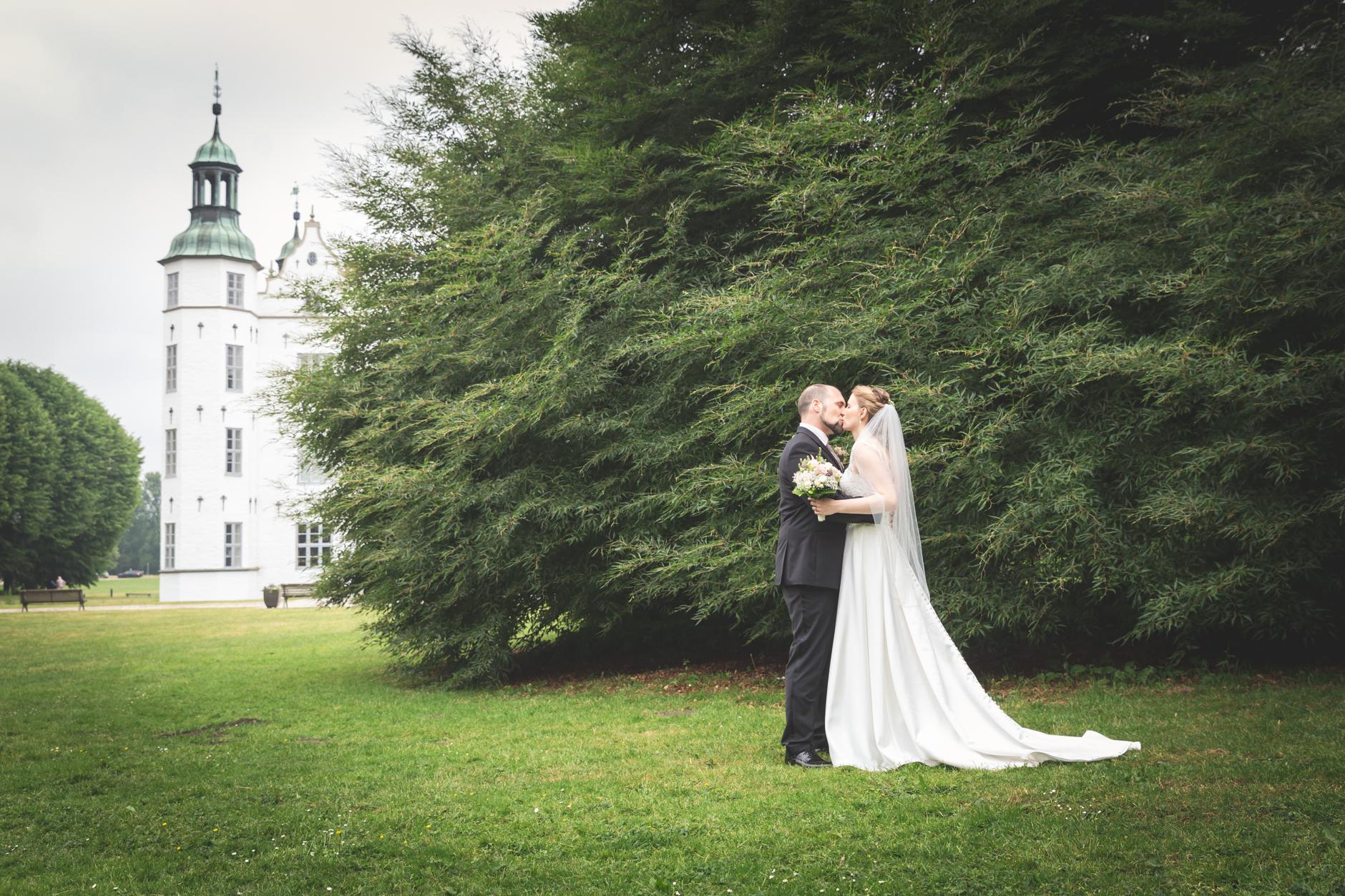 Hochzeitsfoto vor dem Ahrensburger Schloß