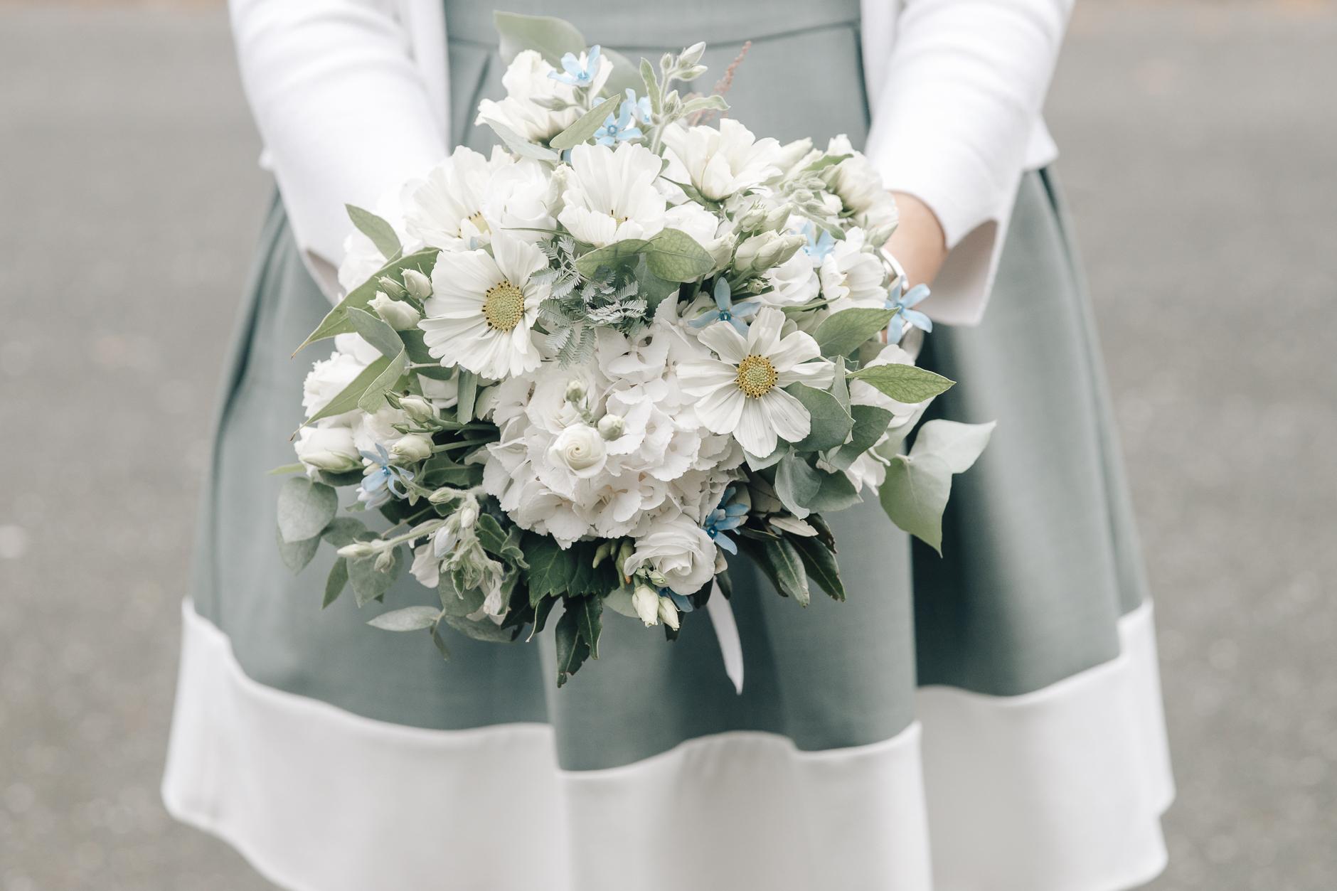 Brautstrauß und Brautkleid, perfect fit