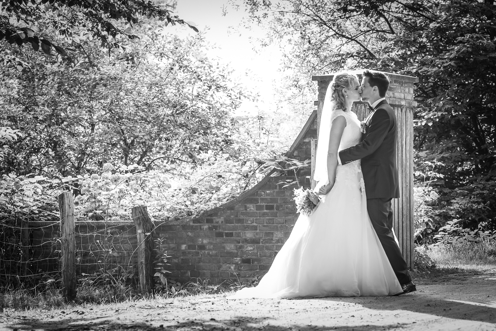 Unsere Hochzeitsbilder gibt es in schwarzweiß oder Farbe ... beides hat seine Stärken