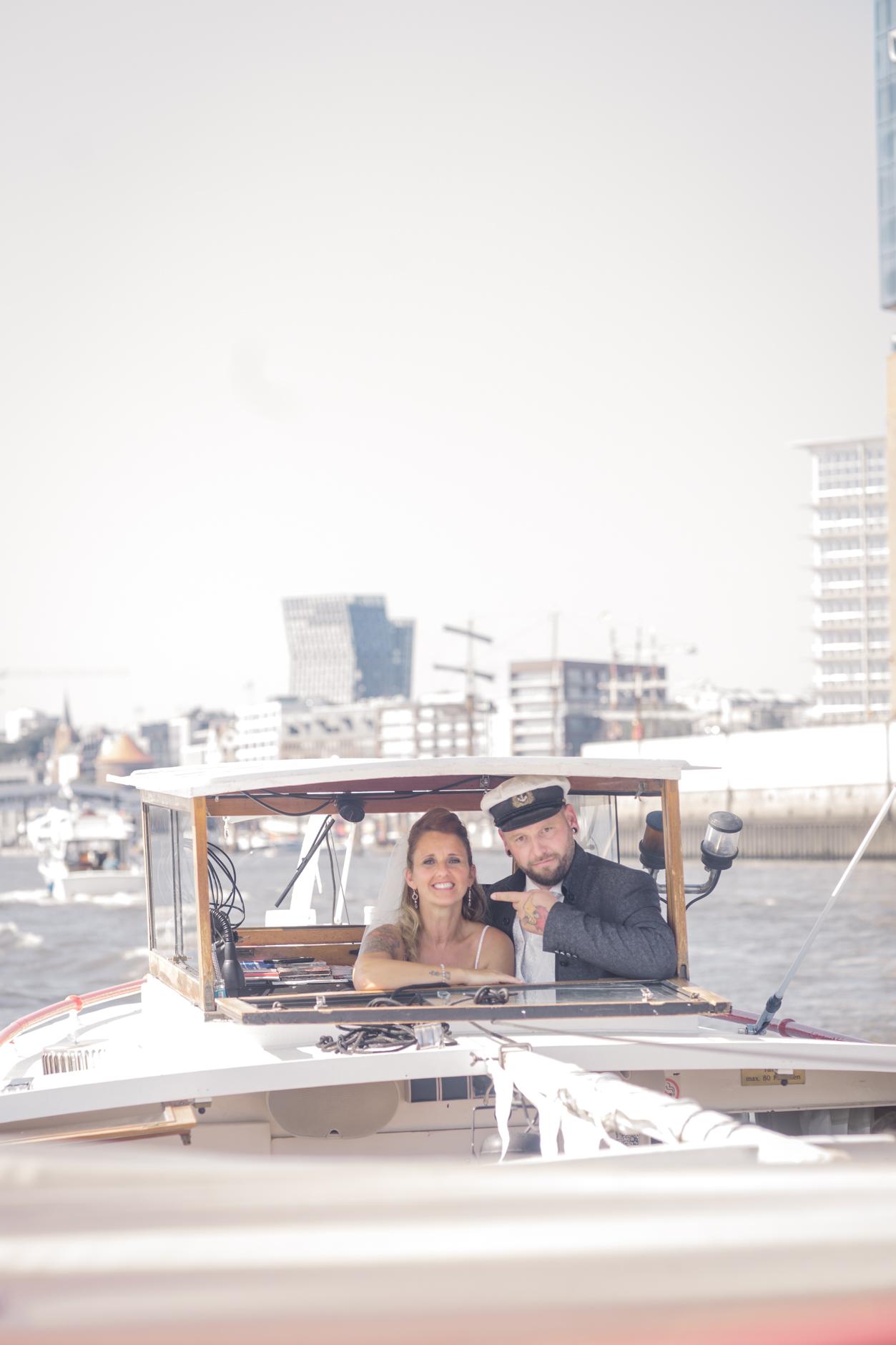 Heiraten auf der Hafenbarkasse im Hamburger Hafen