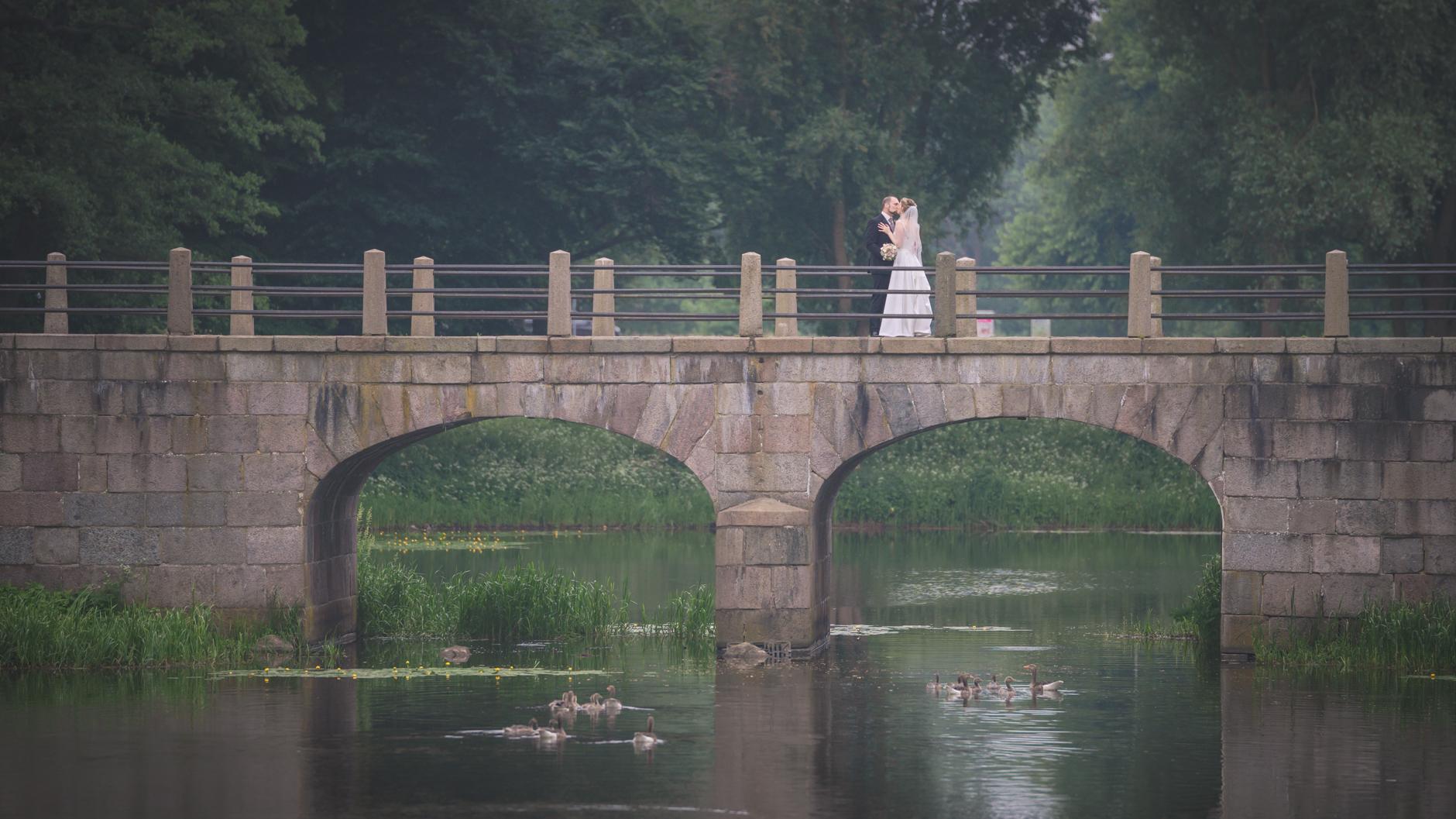Die Mühle am Ahrensburger Schloß ist immer wieder eine Lieblingslocation unserer Brautpaare für das Brautpaar-Shooting