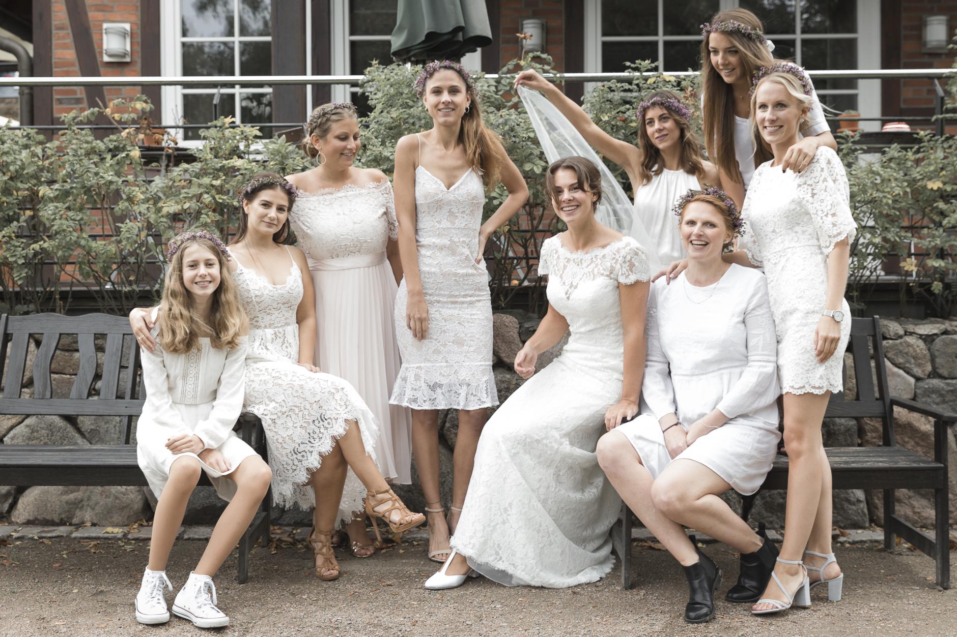 Braut und ihre Gang, die Idee: ALLE in weiß