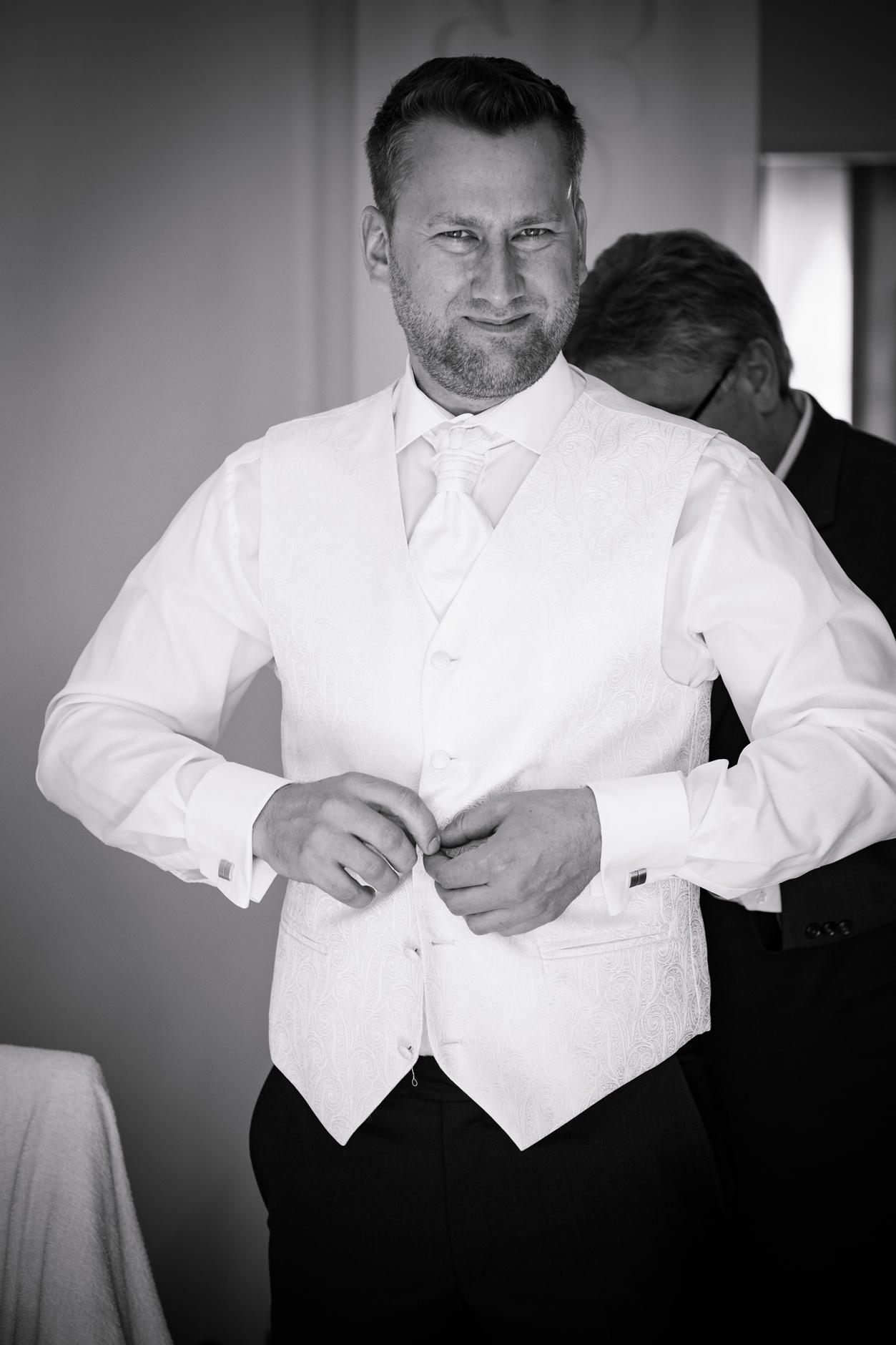 Weste unterm Hochzeitsanzug