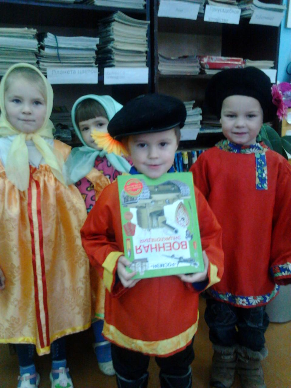 Поздравляют воспитанники детского сада