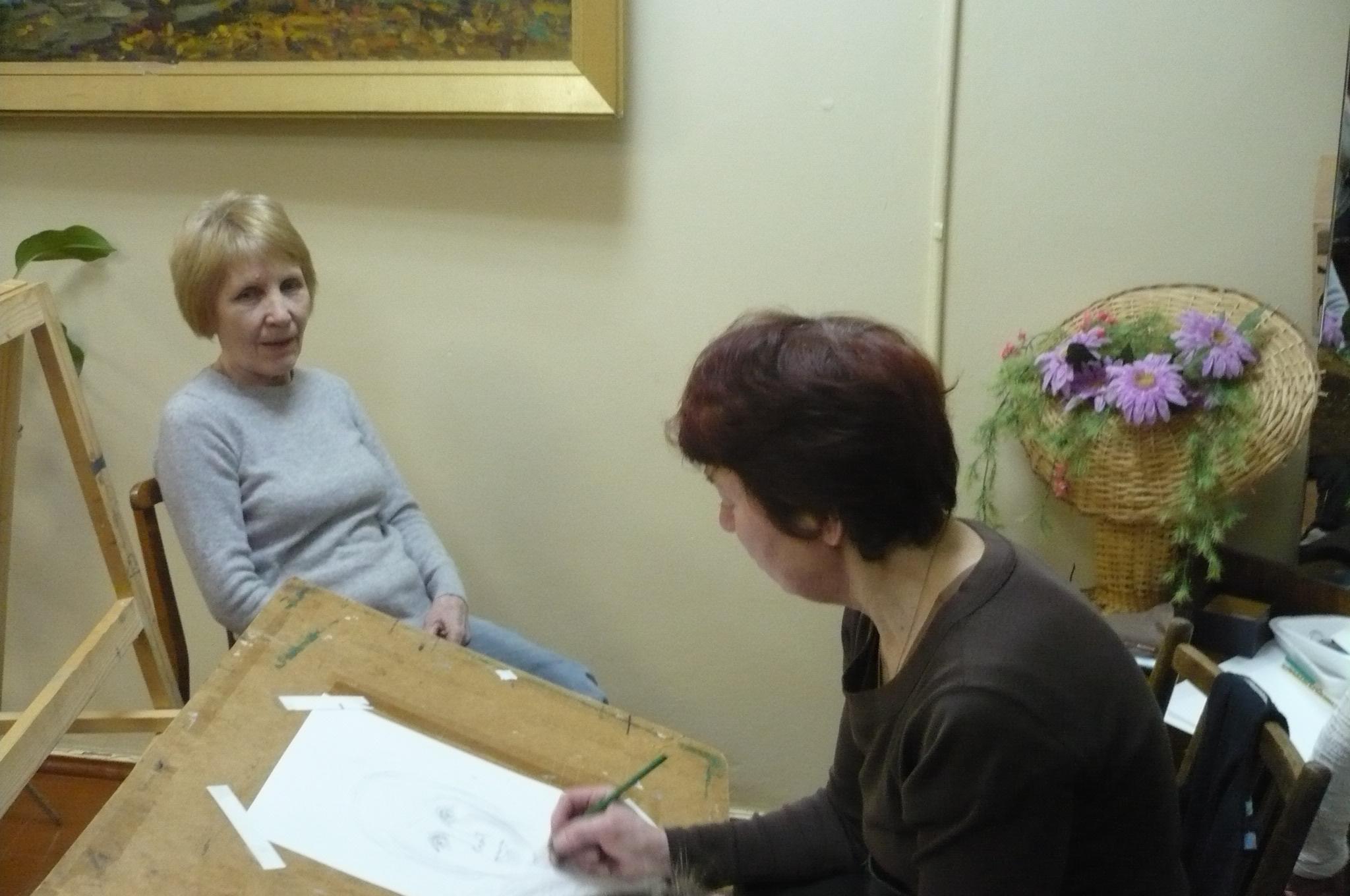 На арт-площадке «Портрет одним штрихом» художник Татьяна Редина рисовала всем желающим портреты.