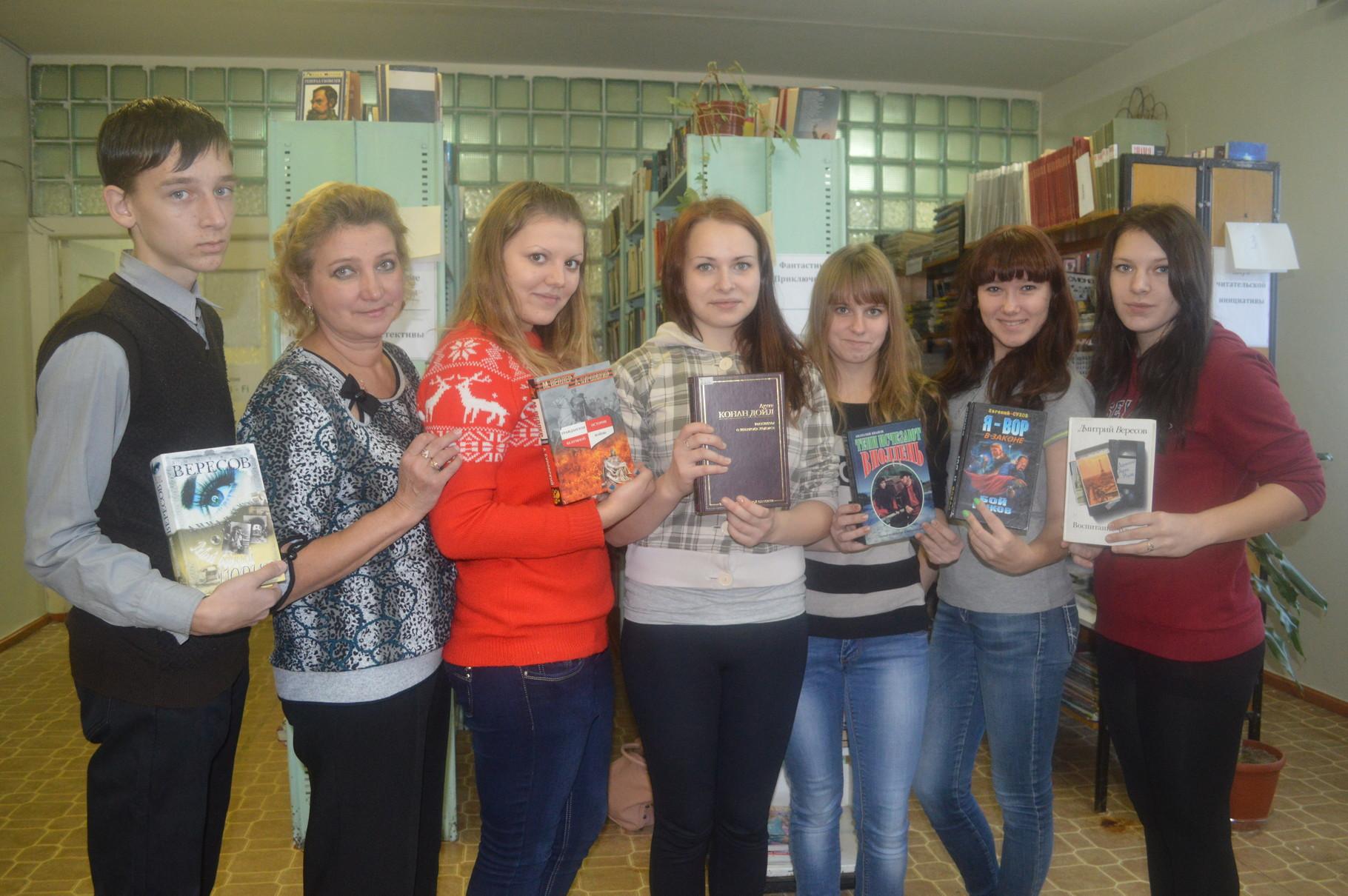 Участники квеста в центральной районной библиотеке (учащиеся школы №1)