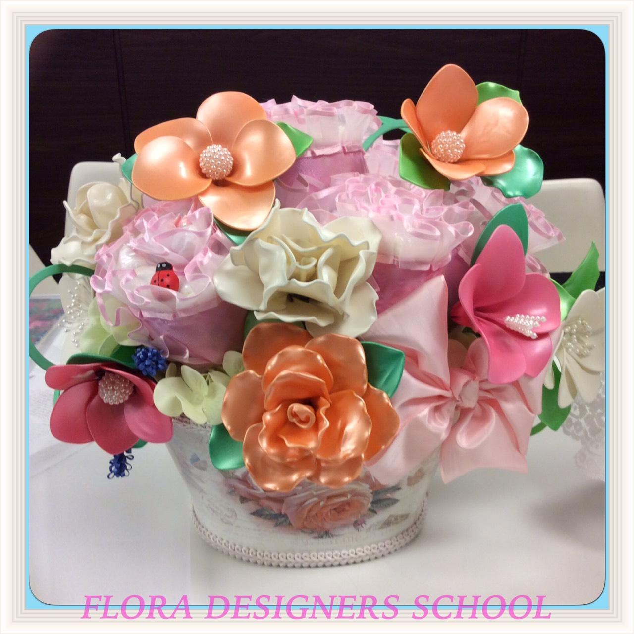 フラワーバルーン風船のお花とおむつのお花のコラボです。わかりますか?