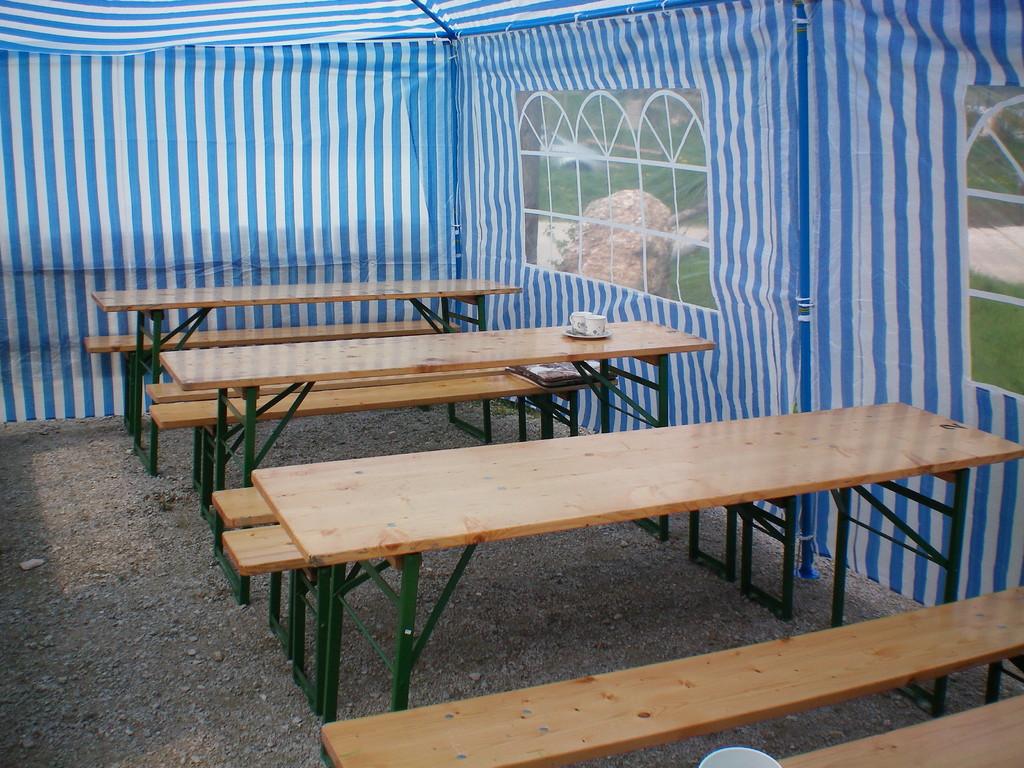 Unser Zelt mit Bestuhlung