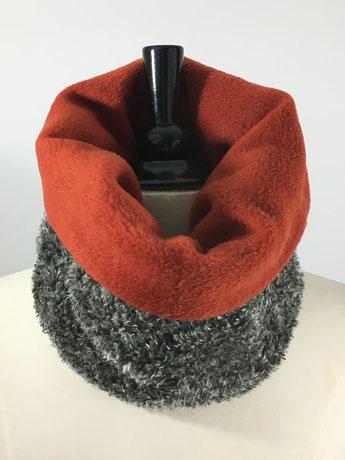 kurze Rundschals aus Wolle und Fleece