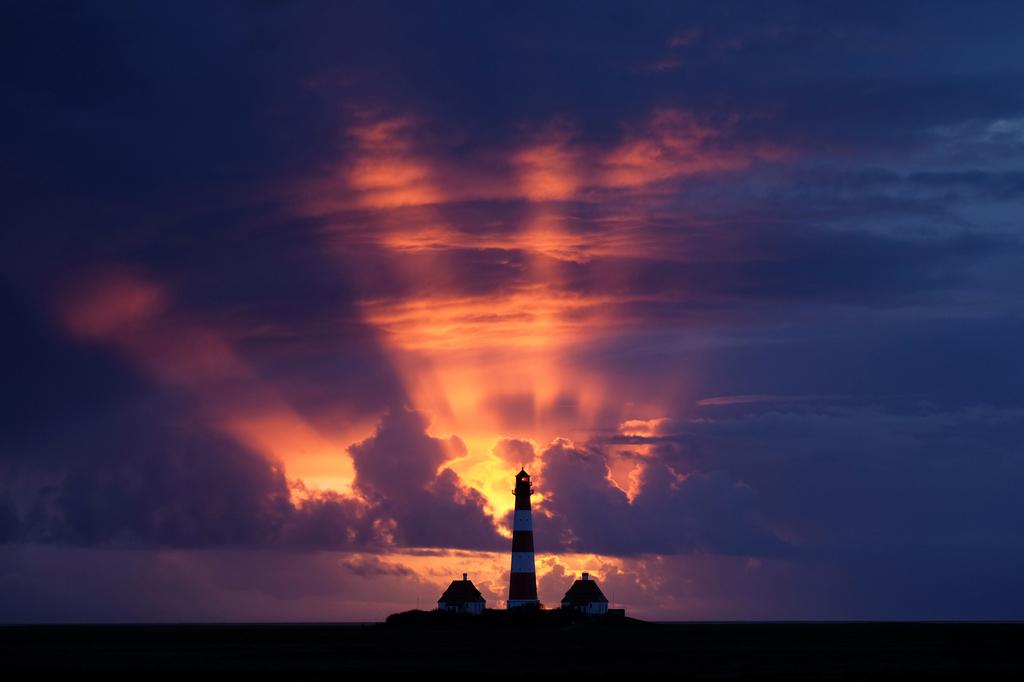 Sonnenuntergang am Leuchtturm Westerhever - Hans Katzenberger