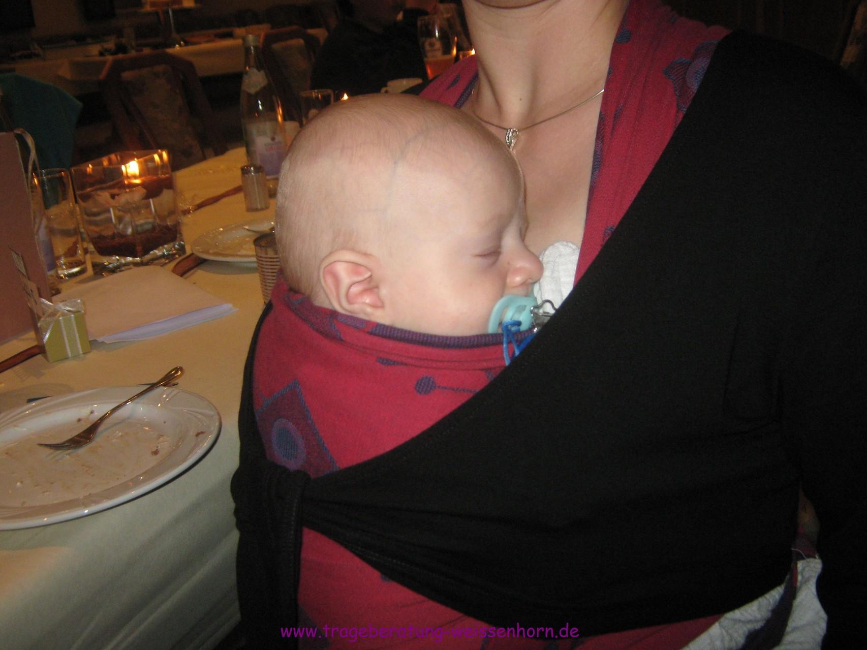 Eingeschlafen und geborgen beim Feiern