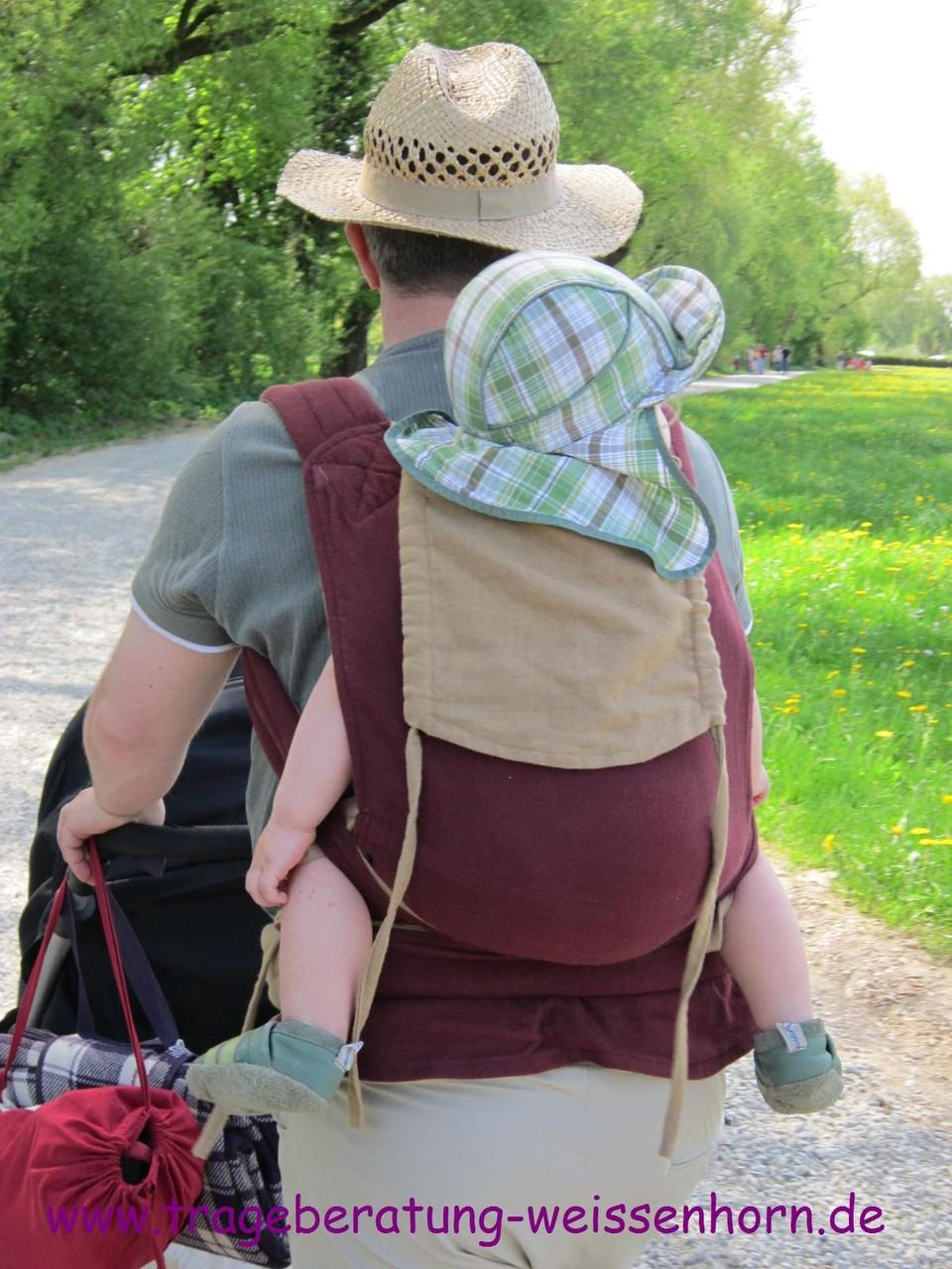 Unterwegs auf Papas Rücken