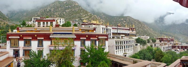 Het Drepung klooster was ooit het grootste klooster en huisvestte vroeger zo'n 10.000 monniken.