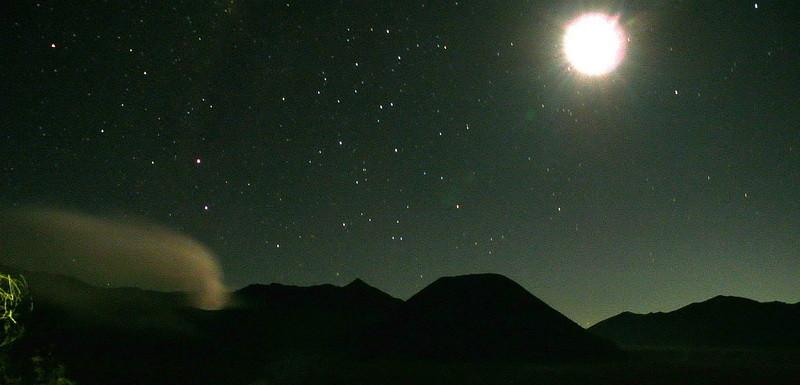 De Bromo vulkaan bij nacht