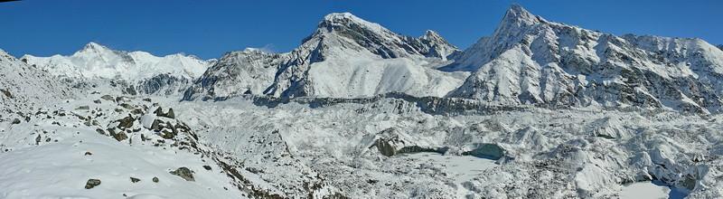 De Ngozumpa gletsjer na de oversteek