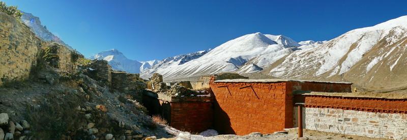 Vanuit het hoogste klooster ter wereld: Rongbuk Gompa op 5010 m.