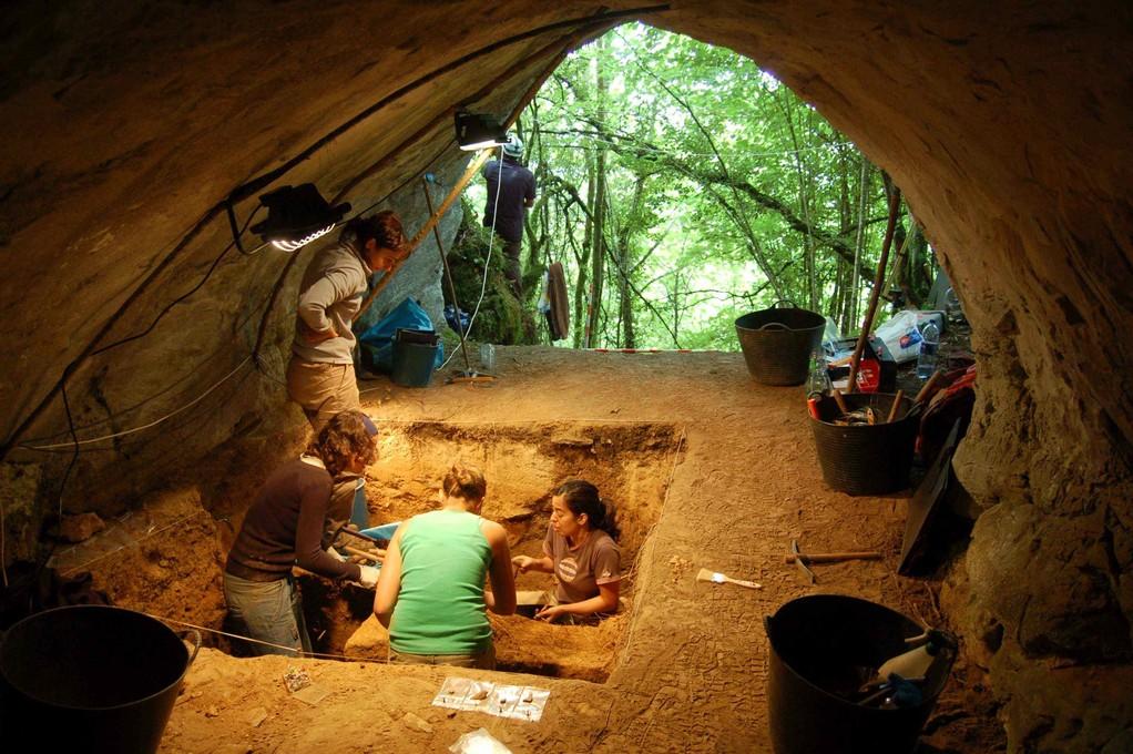 Excavación de Cova Eirós
