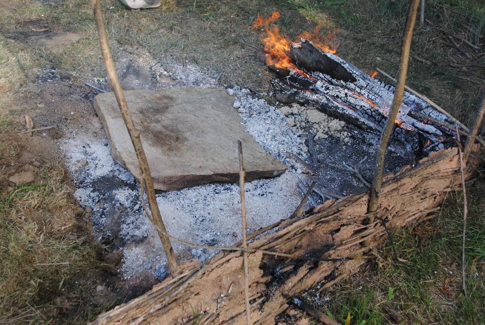Piedra calentada. Base para la cocción del pan