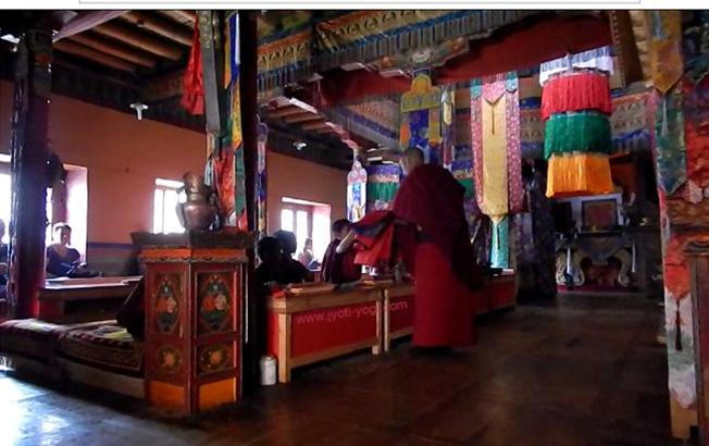 monastère Ladakh, yoga, méditation, jyoti-yogi, cérémonie