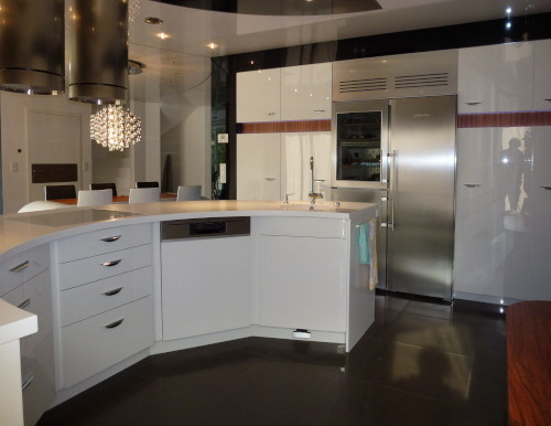 Küche modern rund Schreiner weiß hochglanz
