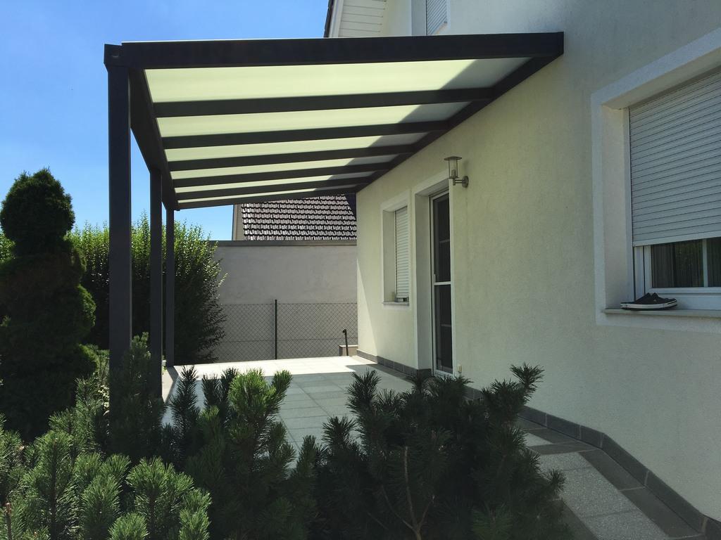 Terrassenüberdachung mittels Wandanschluß