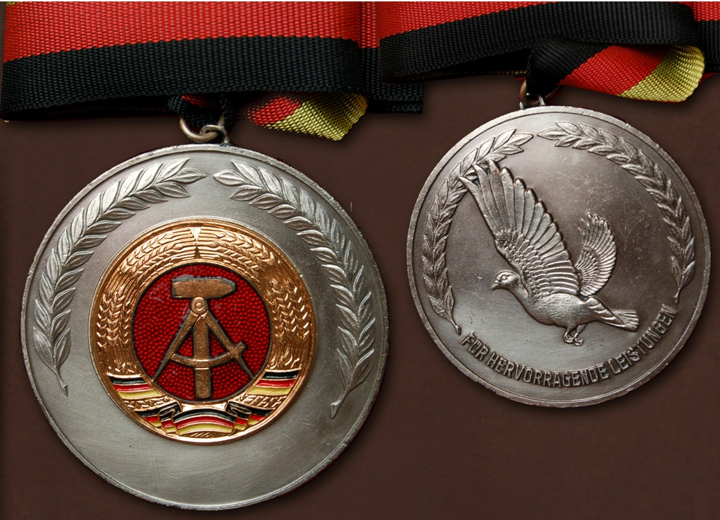 Silbermedaille für hervorragende Leistungen