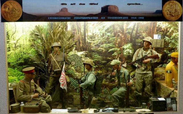 USMC Codetalker 1944     Die mit US Gesetz von 1827-1958 offiziell verbotenen Indianersprachen (haupts. Navaho) wurden von US-Funkern als unüberwindbare Geheimsprache eingesetzt!  COPYRIGHT: Thomas Merbt