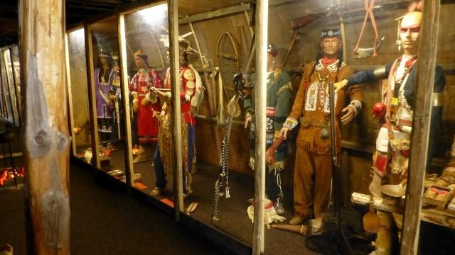 Irokesenvitine im begehbaren Langhaus  mit lebensgroßen Figuren und Originalexponaten 1700-1960 der Irokesen-Liga        COPYRIGHT: Thomas Merbt