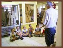 Kinder hören gesannt Onkel Tom zu