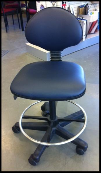 Laboratory chair in Anti-bacterial vinyl