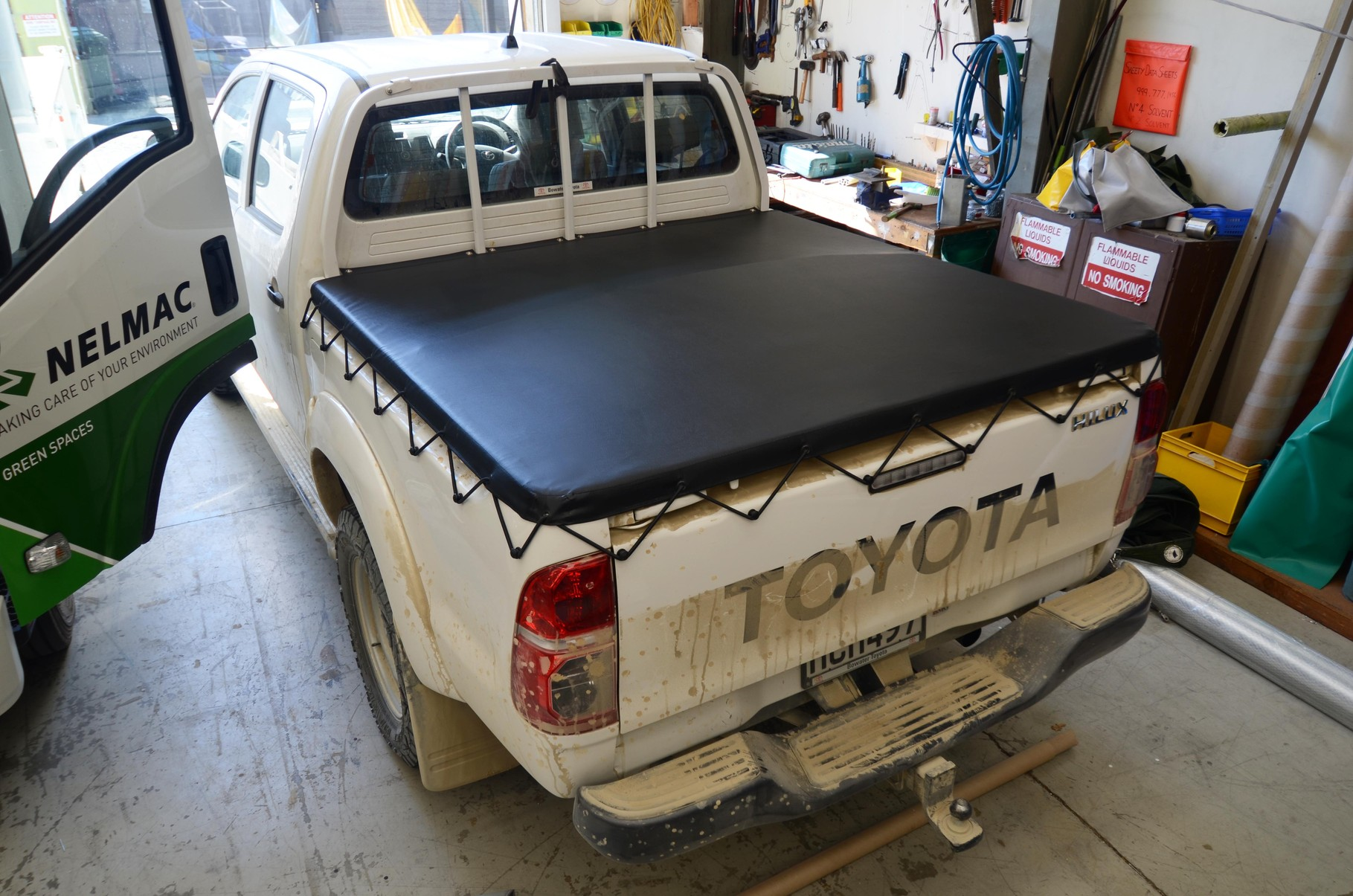 Toyota Hilux Ute Tonneau