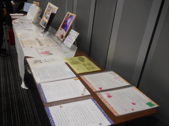 会場では、HPVワクチンの副反応被害者本人の手による様々な作品が展示され、被害者の思いがこれらの作品を通じて来場者に伝えられました