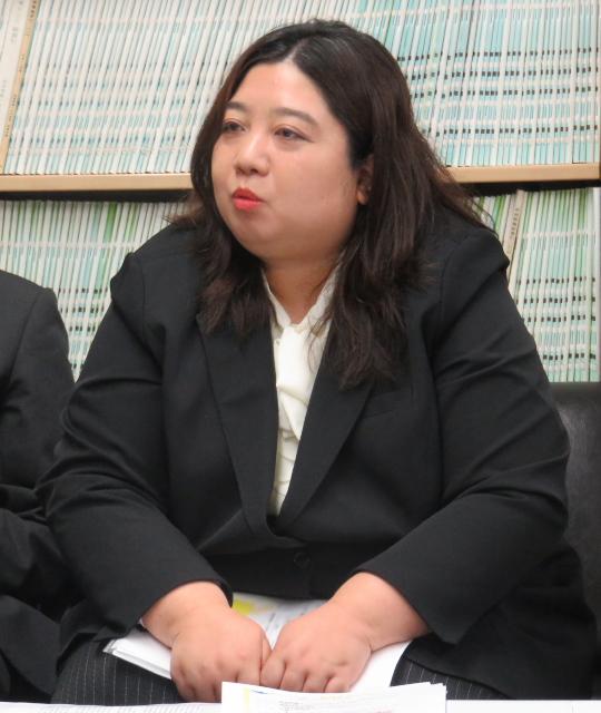 記者に被害者家族の心情を伝える谷口鈴加名古屋原告団代表
