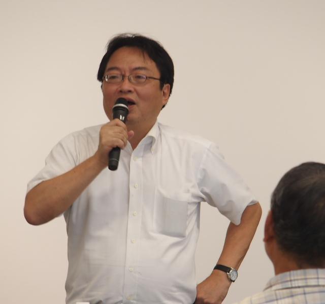 報告集会で弁護団意見陳述の内容を説明する中山弁護士