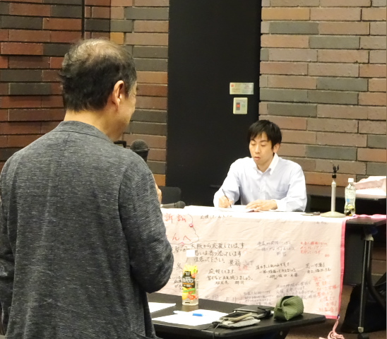 左:応援のメッセージをいただいた高町晃司さん(全国薬害被害者団体連絡協議会・京都スモンの会)