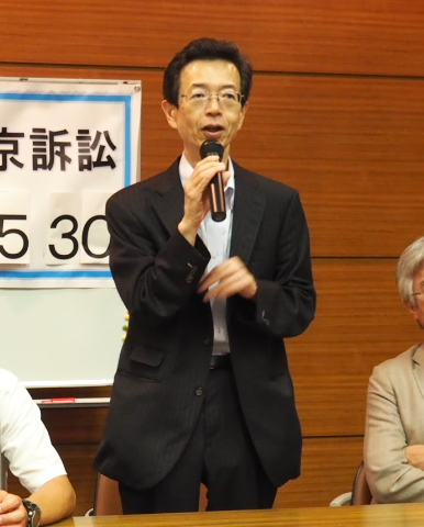報告集会で陳述内容を解説する阿部哲二弁護士