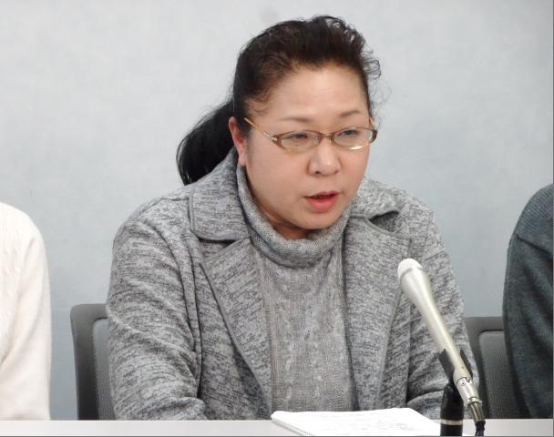 会見で支援を呼びかける大阪原告団代表の児玉さん(原告18番母)