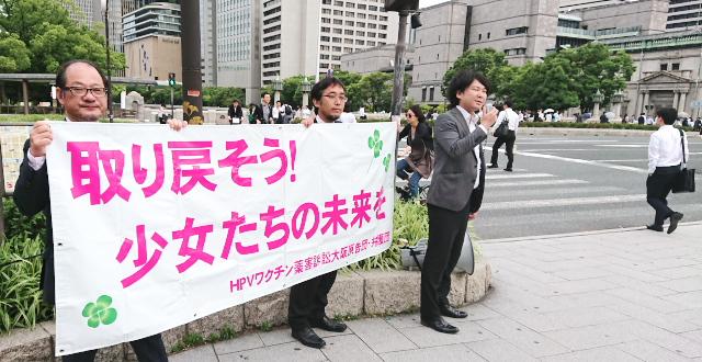 淀屋橋駅前での弁護団による街頭活動