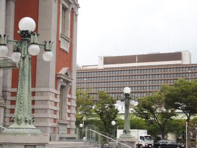 中之島公会堂前から見た大阪地裁
