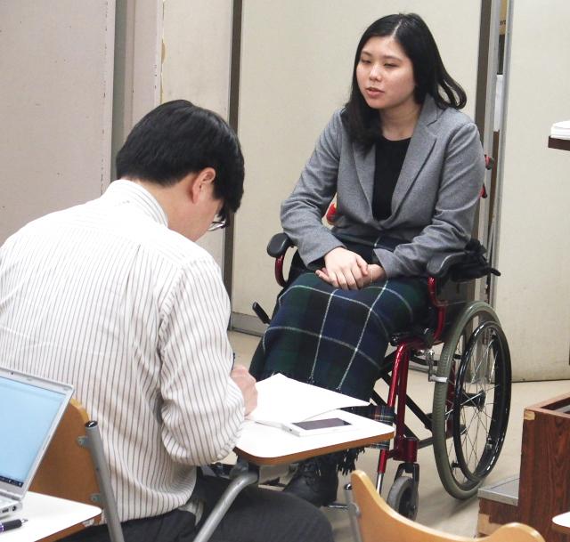 期日後に司法記者クラブで会見を行う伊藤維さん(東京原告6番)