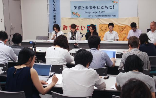 弁護士会館内で行われた東京提訴後会見
