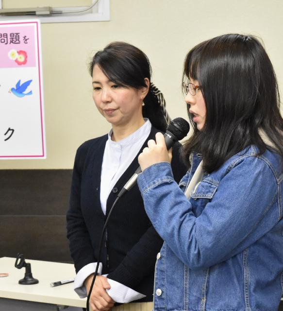 右:梅本美有さん(HPVワクチン薬害九州訴訟原告)、左:梅本邦子さん(HPVワクチン薬害訴訟九州原告団代表)