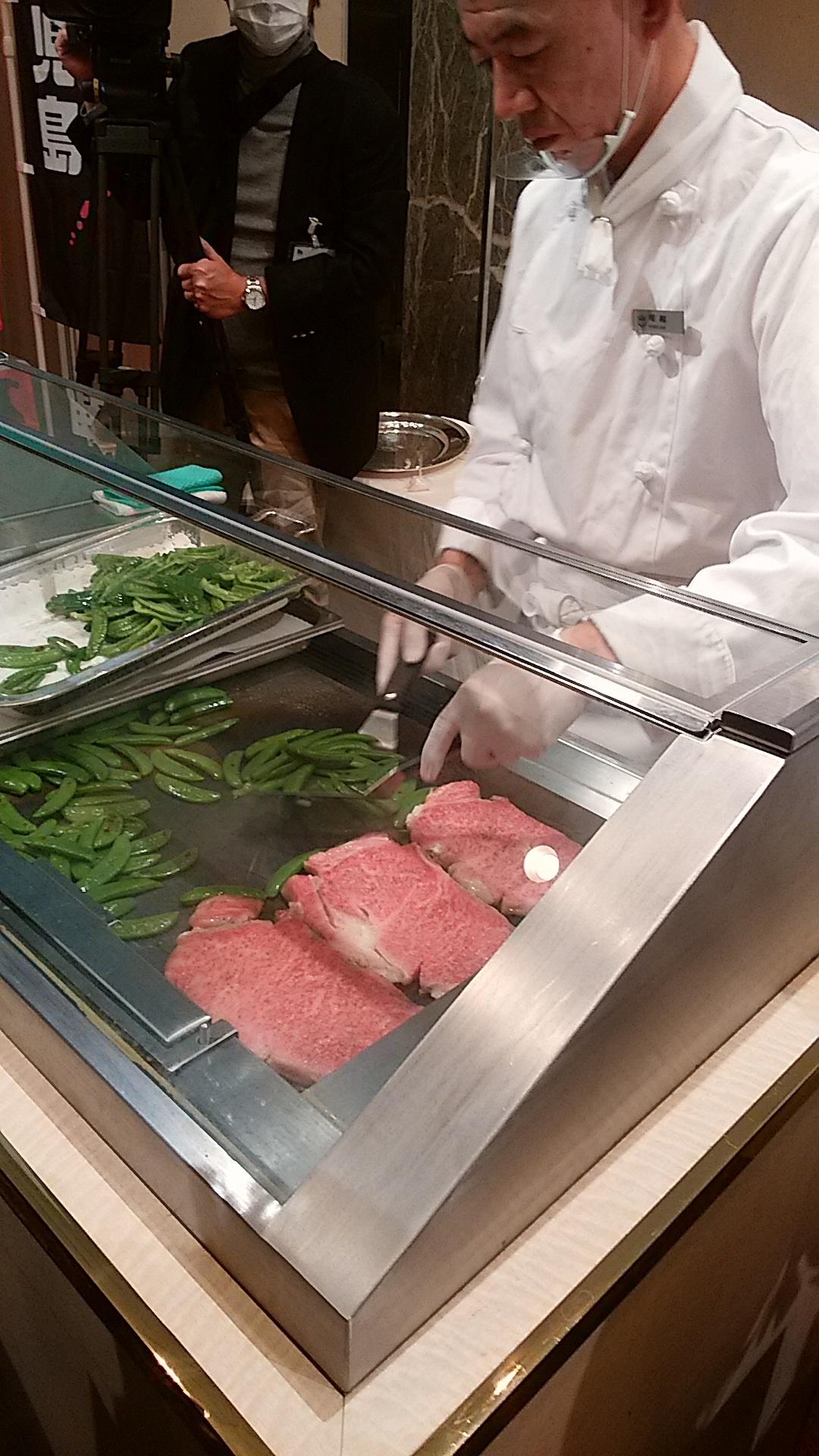 黒毛和牛日本一の畜産県鹿児島のA5クラスのステーキは美味しかった。