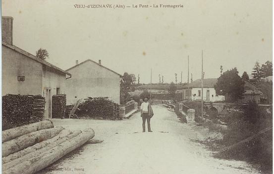 Le Moulin: Croisement route du Sappel